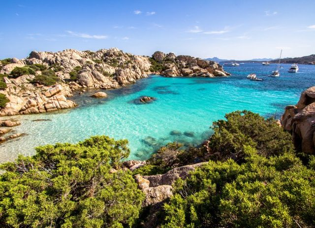 https://www.ferry-online.ch/wp-content/uploads/2020/08/Sardinien-Corona-Infektion-640x464.jpg